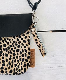Label Six clutch en bum bag leopard 1