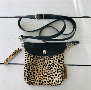 Label Six clutch en bum bag leopard 3