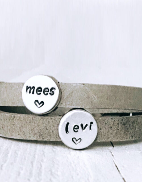 Armband met eigen namen dubbel grijs leer