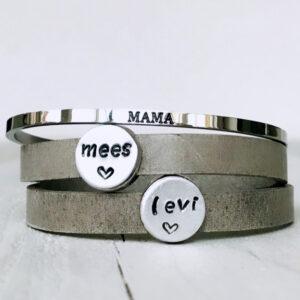 Armband met eigen namen dubbel grijs leer mama