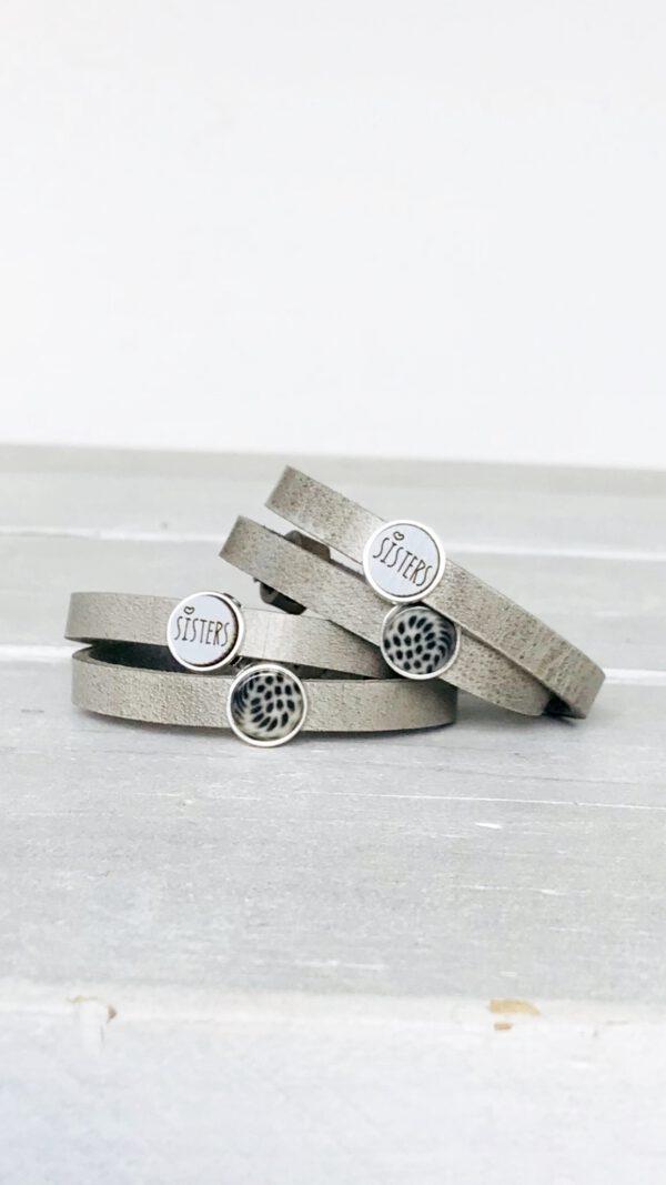 Dubbele zussen armbanden grijs