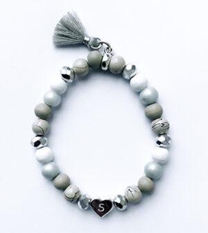 Initialen kralen armband hart grijs