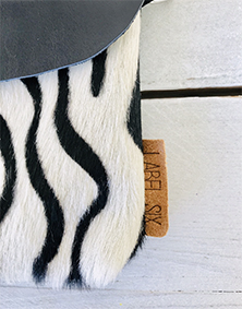 Label Six clutch en bum bag in zebra print zwart