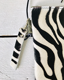 Label Six clutch zebra