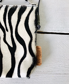 Label Six clutch zebra