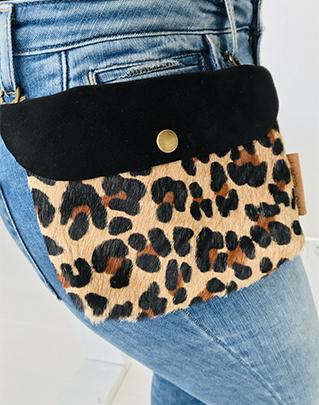 Label Six clutch en bum bag in panter print
