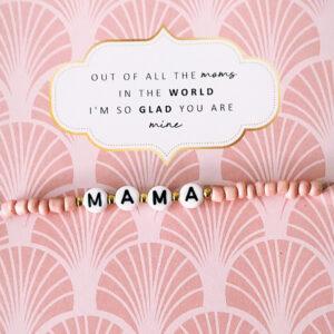 Moederdag armband pink mama op kaart
