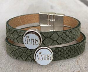 Sisters armbanden leer groen