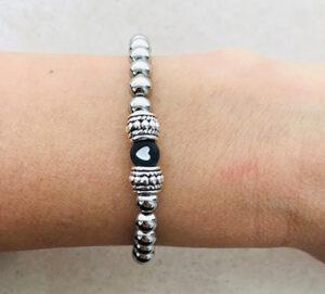Zilveren rvs armband met zwart hartje