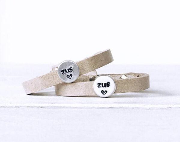 Zussen armbanden enkel beige