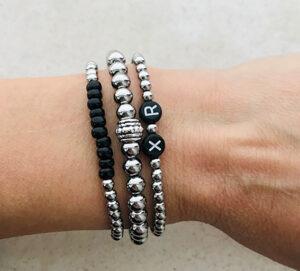 Zwart zilveren rvs initial armbanden set